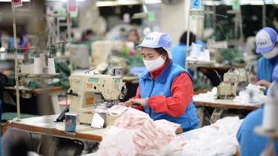 Thủ tướng yêu cầu sớm ban hành chính sách hỗ trợ công nhân, doanh nghiệp khó khăn vì Covid
