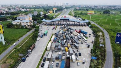 Hà Nội đóng cửa ngõ, 100% xe quay đầu trừ xe luồng xanh
