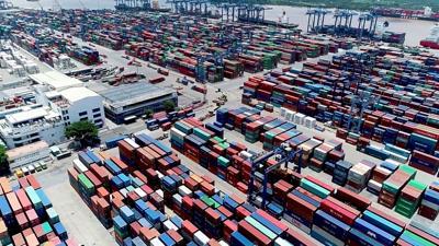 7 tháng, hơn 371,16 tỷ USD hàng hoá đi qua cửa khẩu