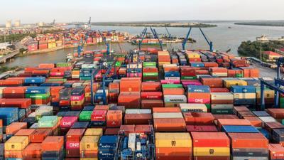 Nhân lực làm việc tại cảng chỉ 10%, nguy cơ quá tải hàng tồn lại hiện hữu