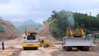 """Mạnh tay """"gỡ"""" chính sách, đảm bảo đủ đất đắp nền cho đường cao tốc Bắc - Nam"""