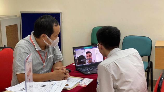 Đại học Bách khoa Hà Nội phỏng vấn online thí sinh xét tuyển tài năng