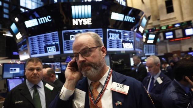 Chứng khoán Mỹ giảm 2 tuần liên tiếp, giá dầu tăng mạnh tuần này