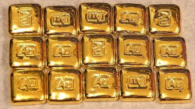 Giá vàng tăng nhẹ, giá mua USD tự do bất ngờ giảm sâu - giá vàng