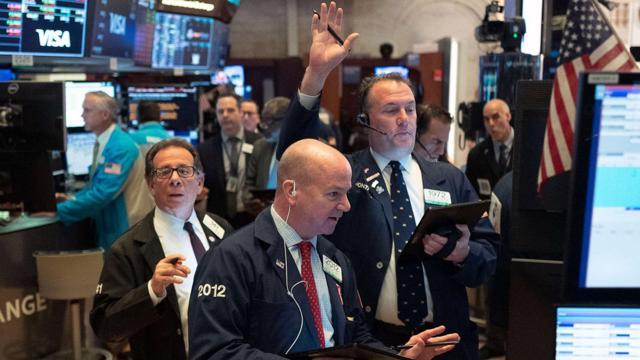 Chứng khoán Mỹ đỏ lửa bất chấp Fed vẫn quyết giữ chính sách nới lỏng