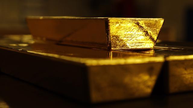 Giá vàng vọt tăng sau cuộc họp Fed, USD tự do sụt mạnh - giá vàng