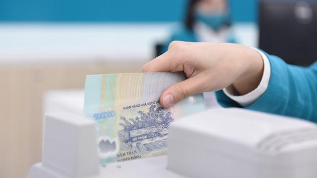 Tiếp tục quản chặt tín dụng vào chứng khoán và bất động sản