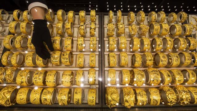 Giá vàng tuần tới: Mục tiêu là mốc 1.900 USD/oz? - giá vàng