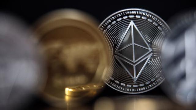 """Tiền ảo đang """"hot"""" Ethereum có gì khác so với Bitcoin?"""