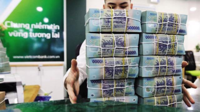 Ngân hàng và bất động sản đua nhau hút tiền qua kênh trái phiếu