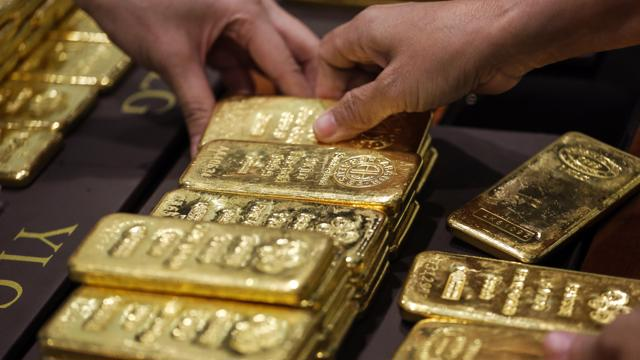 Giá vàng tuần tới: Bán tháo về 1.600 USD/oz hay tranh mua lên 1.920 USD/oz?