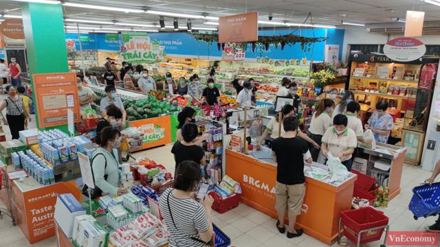 Người dân Hà Nội đổ xô đi mua hàng tích trữ, siêu thị đông nghẹt