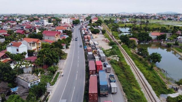 """Ùn tắc gần 10km, các tỉnh sớm đấu nối """"luồng xanh"""" vận tải quốc gia"""