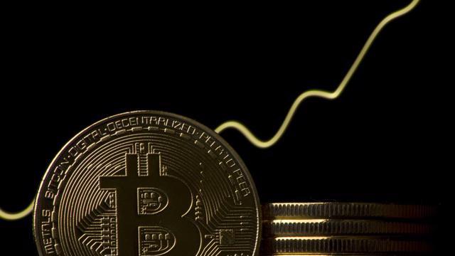 Giá Bitcoin bất ngờ vọt lên gần 40.000 USD sau quảng cáo tuyển dụng của Amazon
