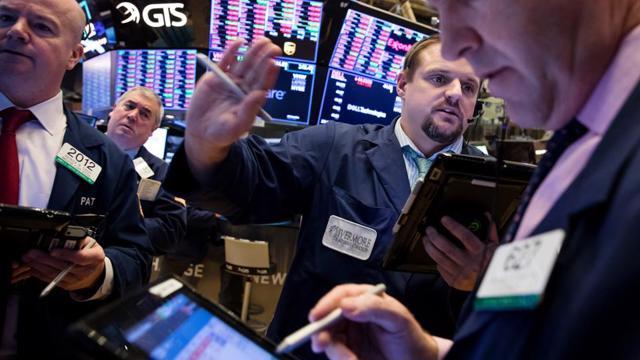 Chứng khoán Mỹ lập kỷ lục mới, giá dầu giữ đà tăng, Bitcoin có lúc vượt 40.000 USD
