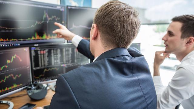Khối ngoại quay lại mua ròng, tập trung vào cổ phiếu bất động sản