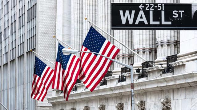 Cổ phiếu Amazon kéo chứng khoán Mỹ tụt điểm; S&P 500 tăng liền 5 tháng
