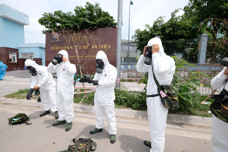 Số lượng quân tham gia tiêu trùng, khử khuẩn tại Bệnh viện K cơ sở Tân Triều là 45 người, trong đó Binh chủng Hóa học có 20 đồng chí và 2 phương tiện tiêu tẩy đa năng, Bộ Tư lệnh Thủ đô có 25 đồng chí và 2 xe tiêu tẩy ARS-14.