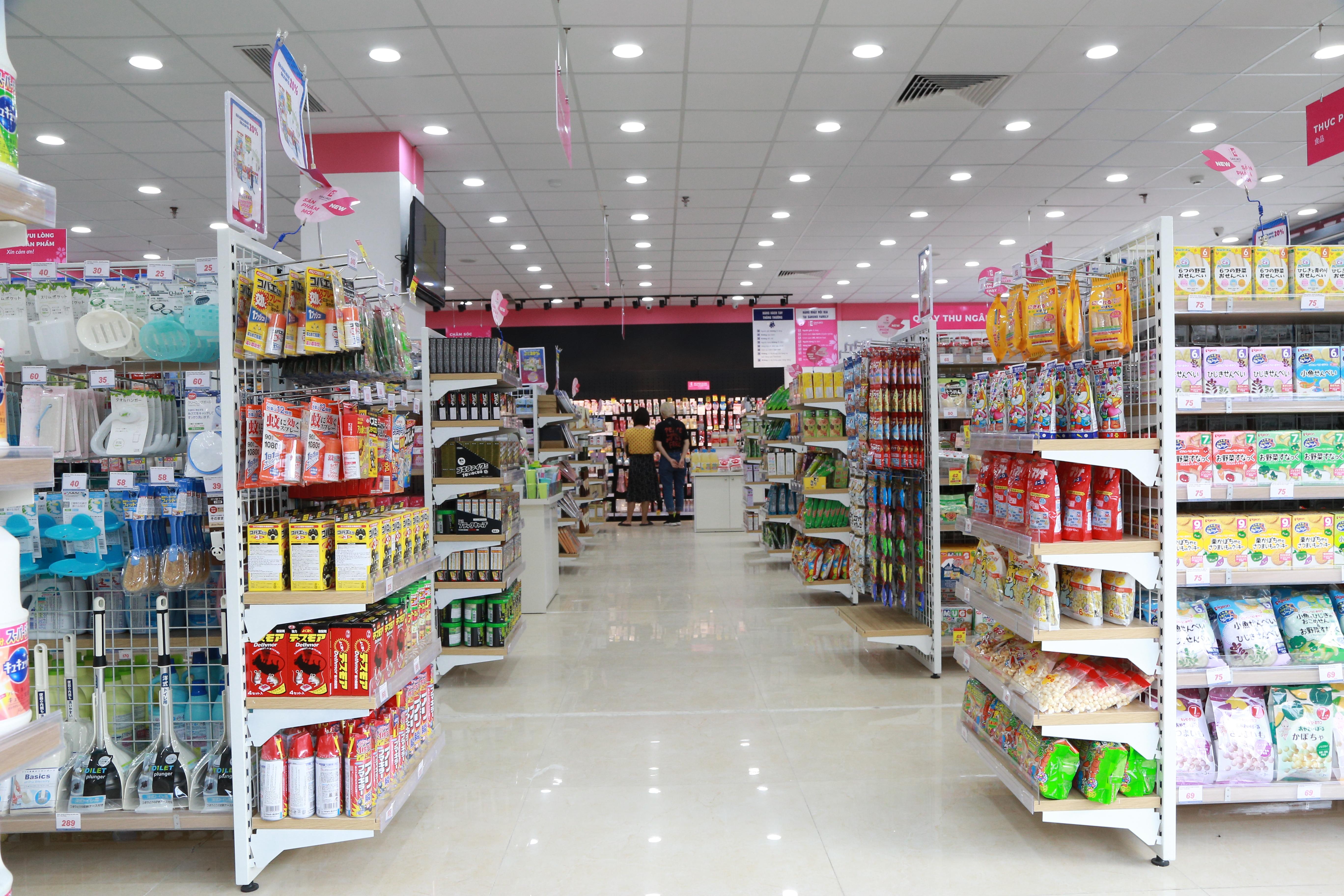 Không gian mua sắm lên tới 10.000 mã sản phẩm nội địa Nhật.