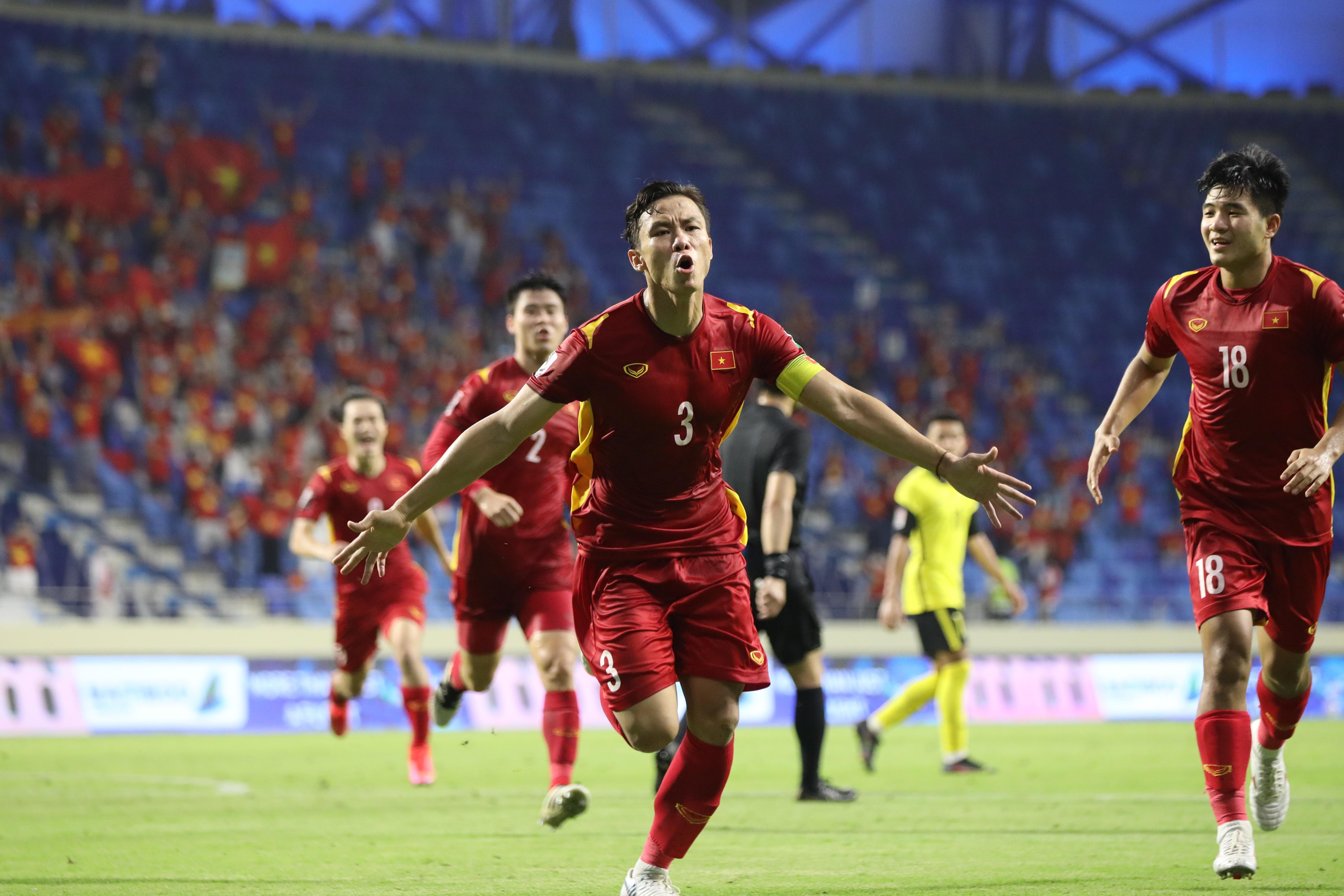 Khoảnh khắc ghi bàn vỡ òa trên sân UAE, đền đáp xứng đáng cho những nỗ lực của các chàng trai vàng đội tuyển Việt Nam.