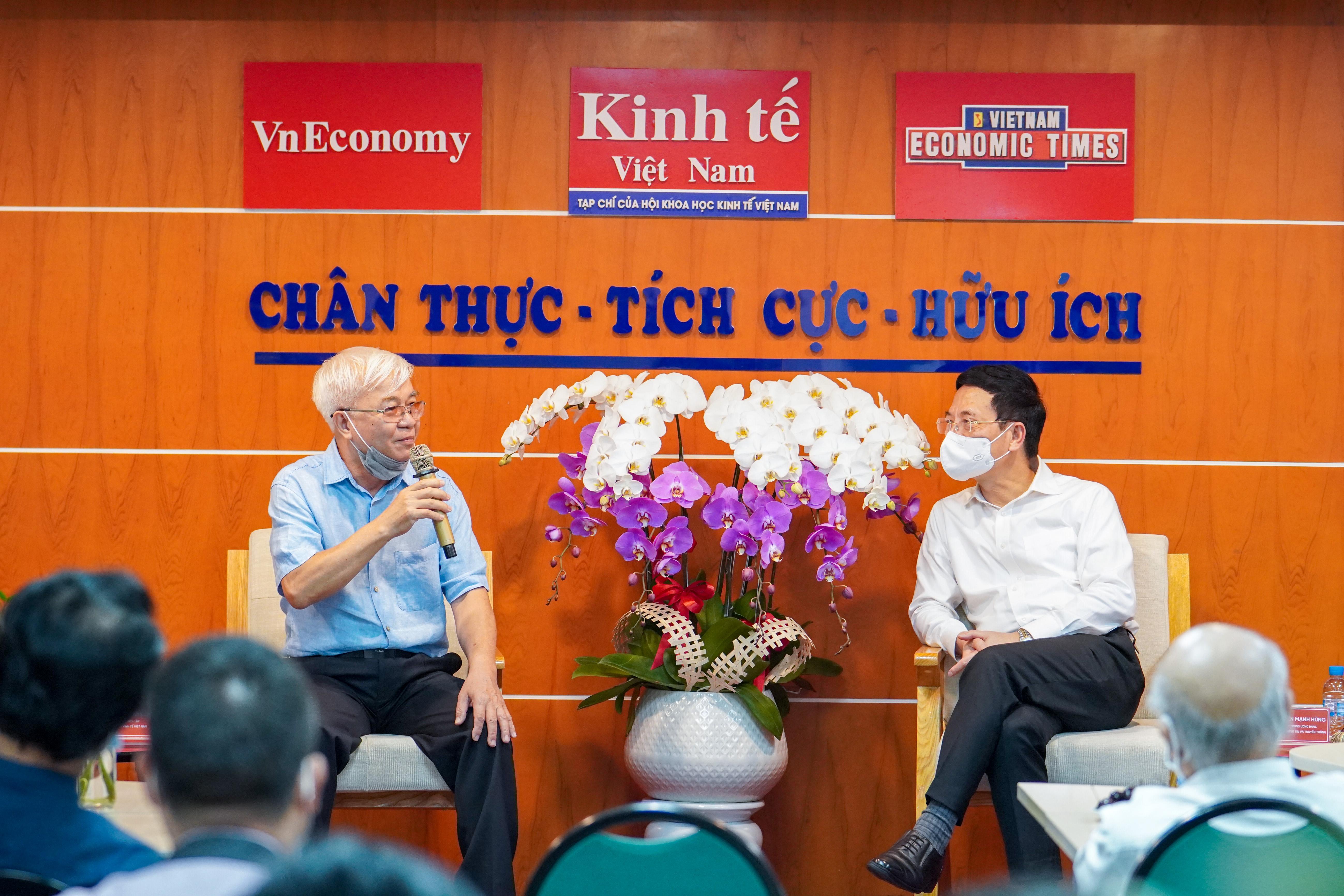 Thay mặt toàn thể cán bộ, phóng viên, biên tập viên của Tạp chí Kinh tế Việt Nam, Tổng Biên tập Chử Văn Lâm đã cảm ơn Bộ trưởng Nguyễn Mạnh Hùng và các đồng chí lãnh đạo Bộ Thông tin và Truyền thông đã quan tâm, động viên, ủng hộ và chỉ hướng đi trọng tâm trong tương lai cho Tạp chí.