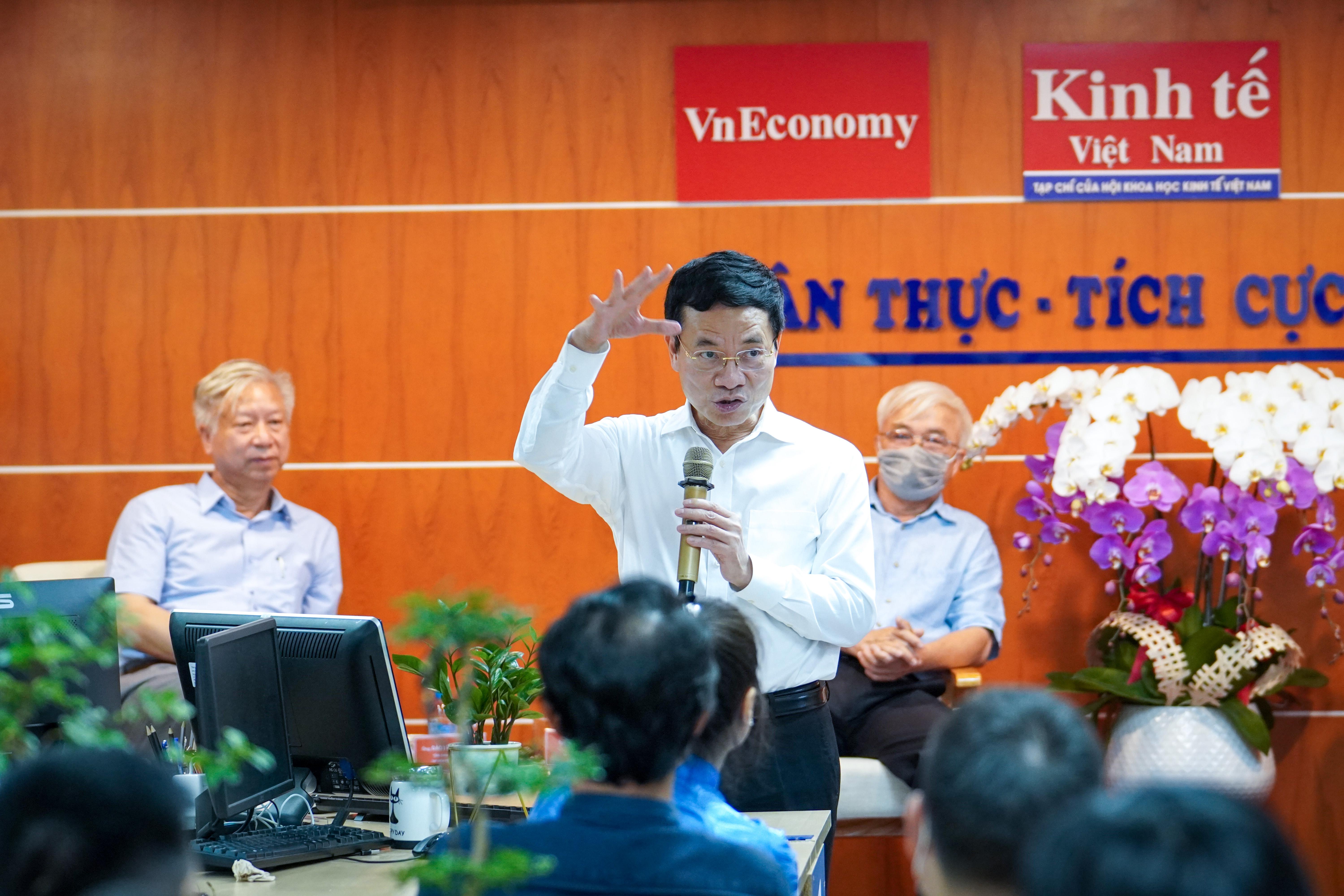 """""""Tạp chí Kinh tế Việt Nam chọn kinh tế số là đúng hướng vì đây sẽ là động lực chính dẫn dắt. Nếu kinh tế Việt Nam muốn đi lên thì chắc chắn kinh tế số phải dẫn đầu"""", Bộ trưởng nhấn mạnh."""