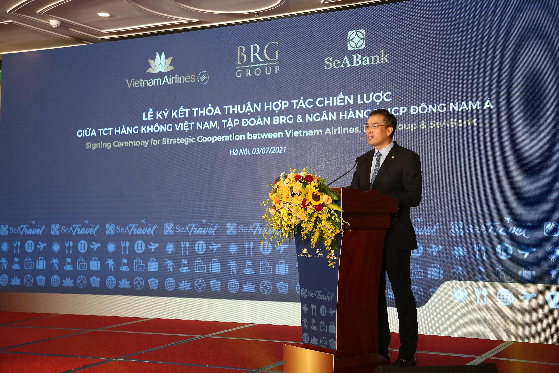 Ông Đặng Ngọc Hoà, Chủ tịch Hội đồng Quản trị, Tổng công ty Hàng không Việt Nam, phát biểu tại lễ ký.