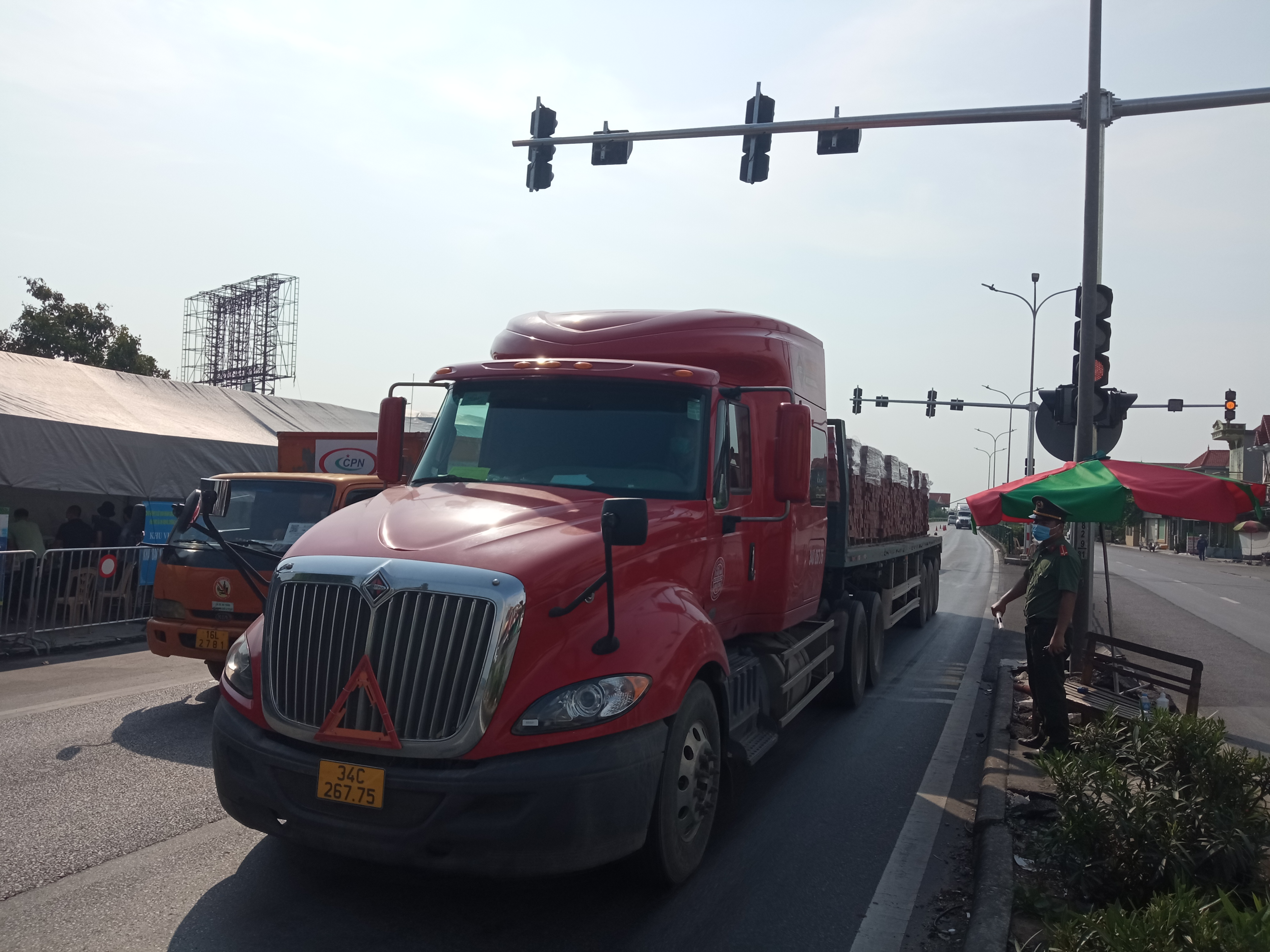 Địa điểm được chọn làm chốt phụ trên Quốc lộ 5 thuộc địa bàn xã Nam Sơn, huyện An Dương, Hải Phòng, bắt đầu hoạt động vào ngày 4/8.
