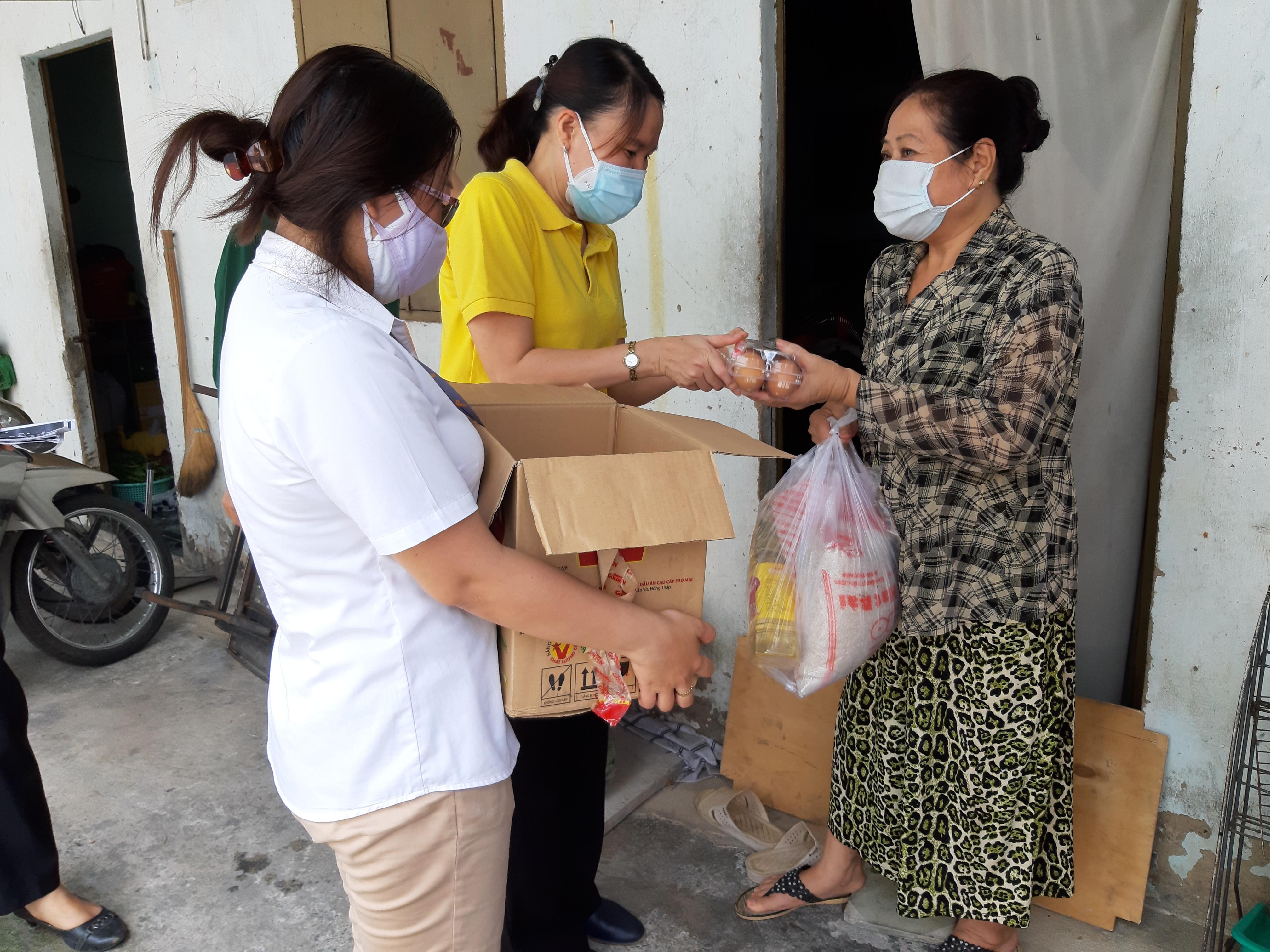 Nhiều lao động khó khăn đã nhận được hỗ trợ từ gói an sinh. Ảnh - Khánh Hòa.
