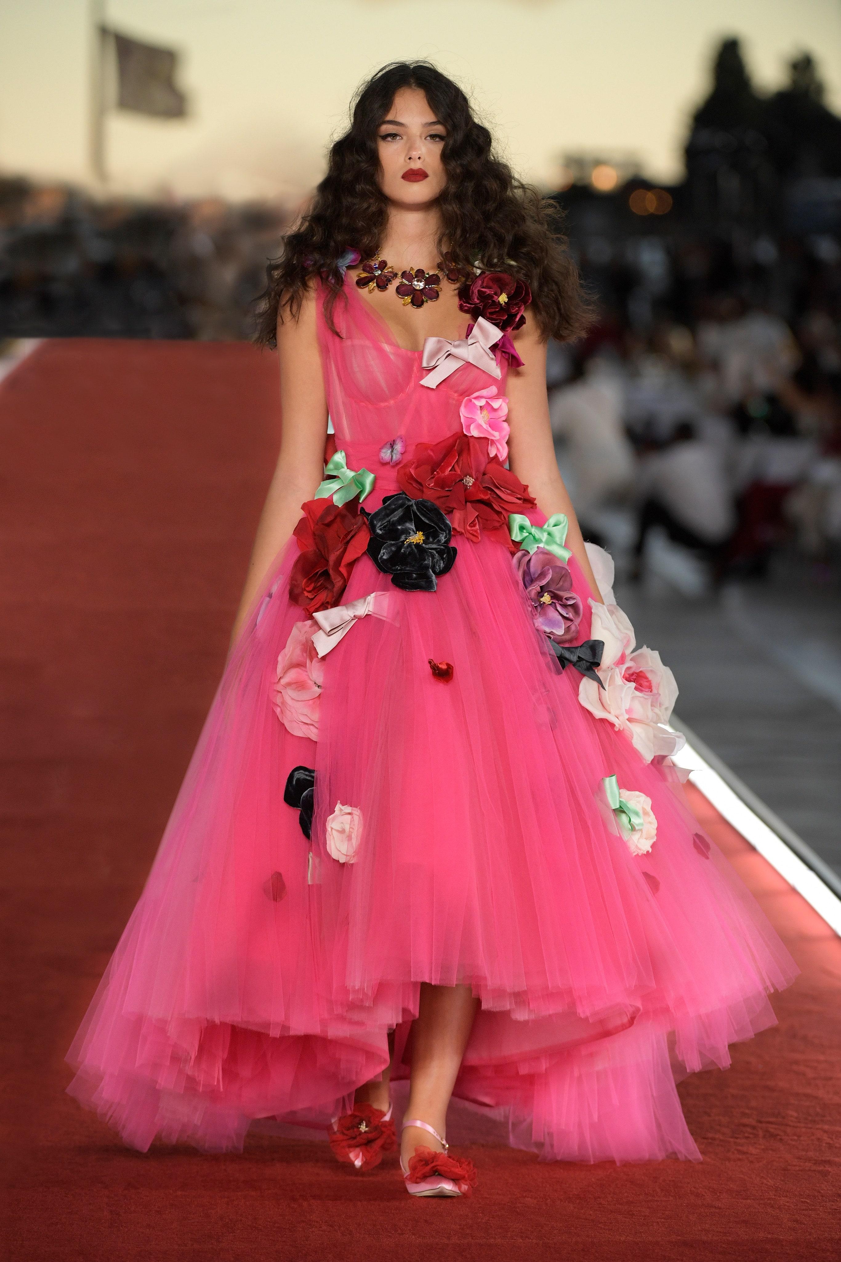 Show diễn Alta Moda của Dolce & Gabbana: Mưa đá và cầu vồng - Ảnh 17