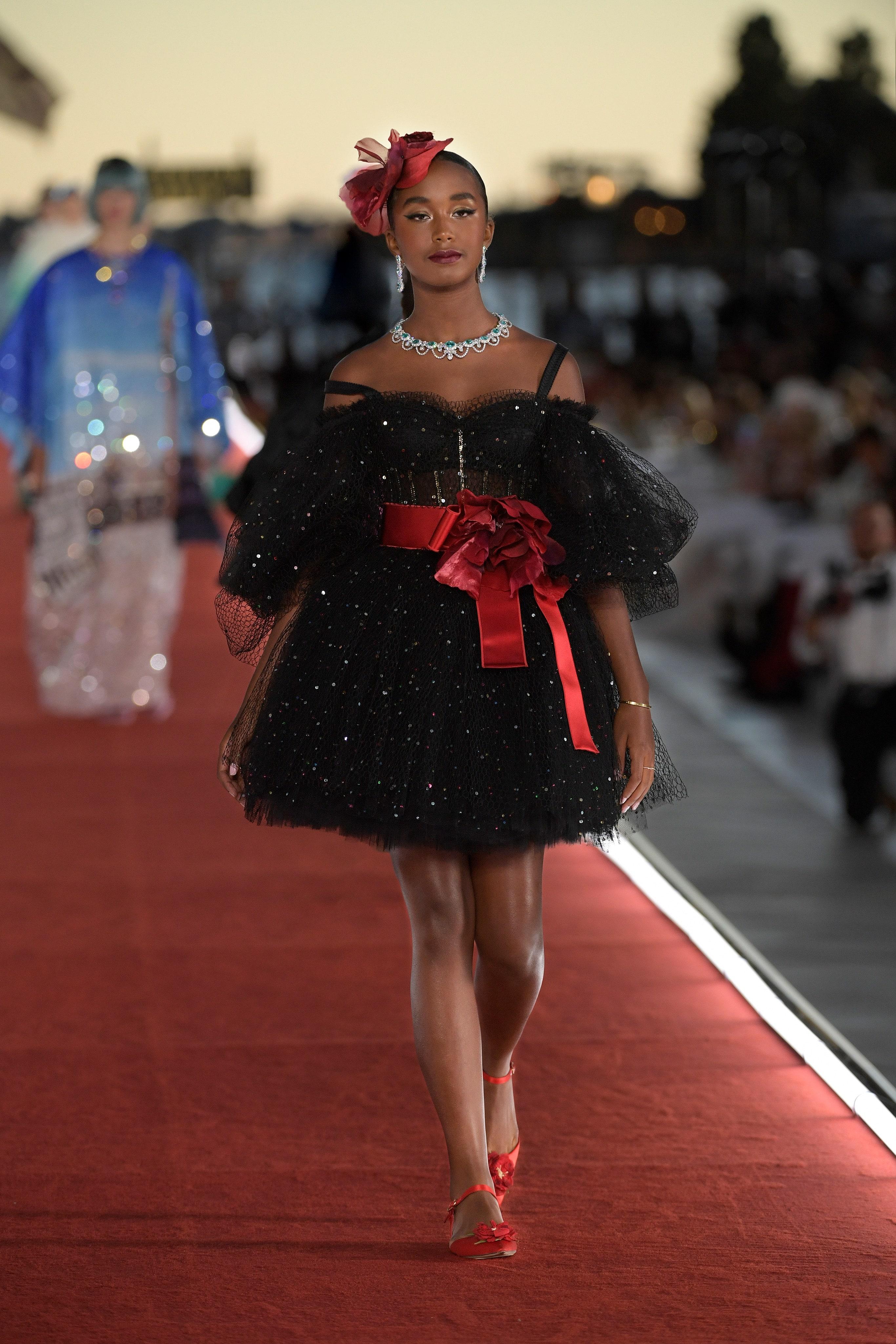 Show diễn Alta Moda của Dolce & Gabbana: Mưa đá và cầu vồng - Ảnh 12
