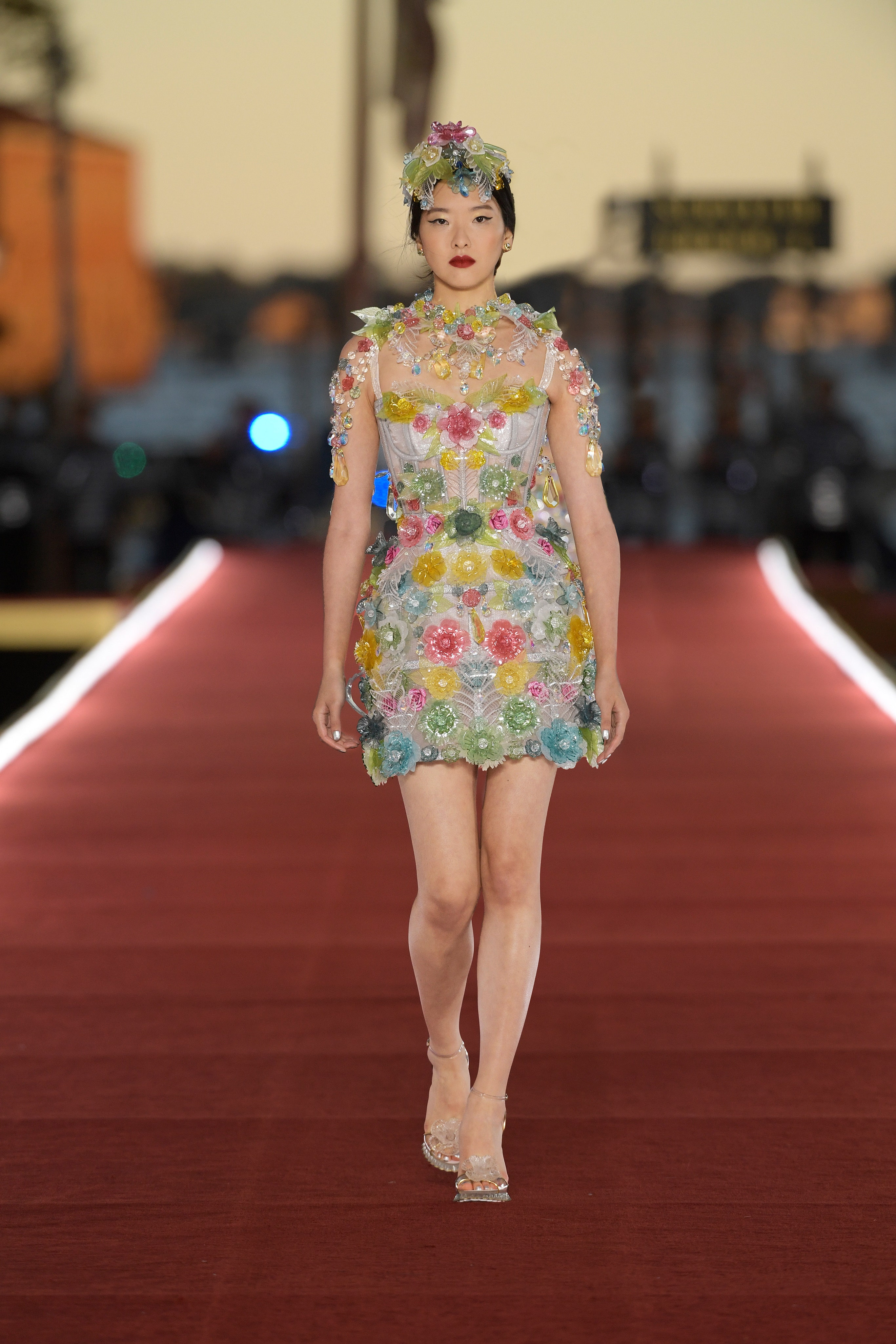 Show diễn Alta Moda của Dolce & Gabbana: Mưa đá và cầu vồng - Ảnh 14