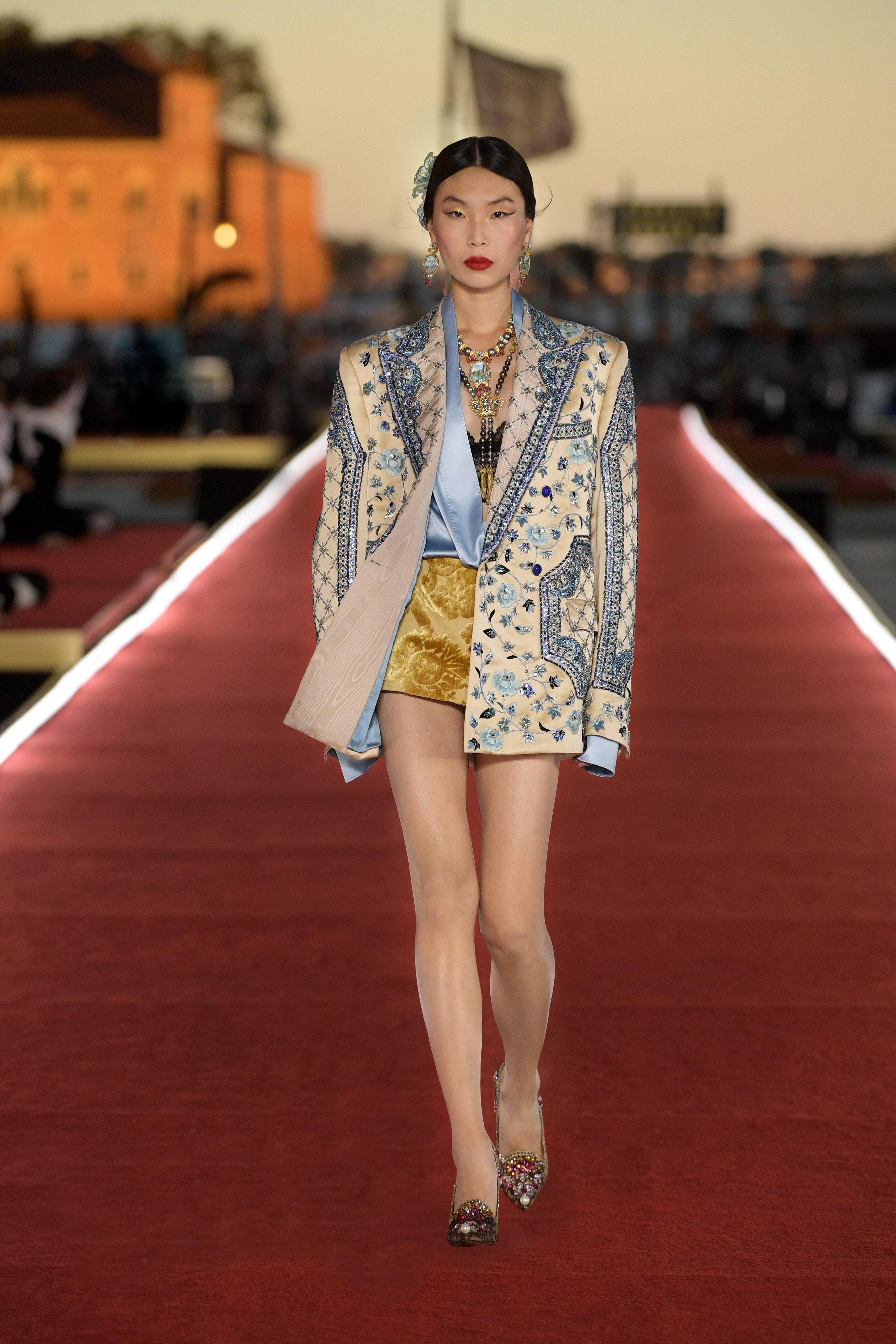 Show diễn Alta Moda của Dolce & Gabbana: Mưa đá và cầu vồng - Ảnh 18