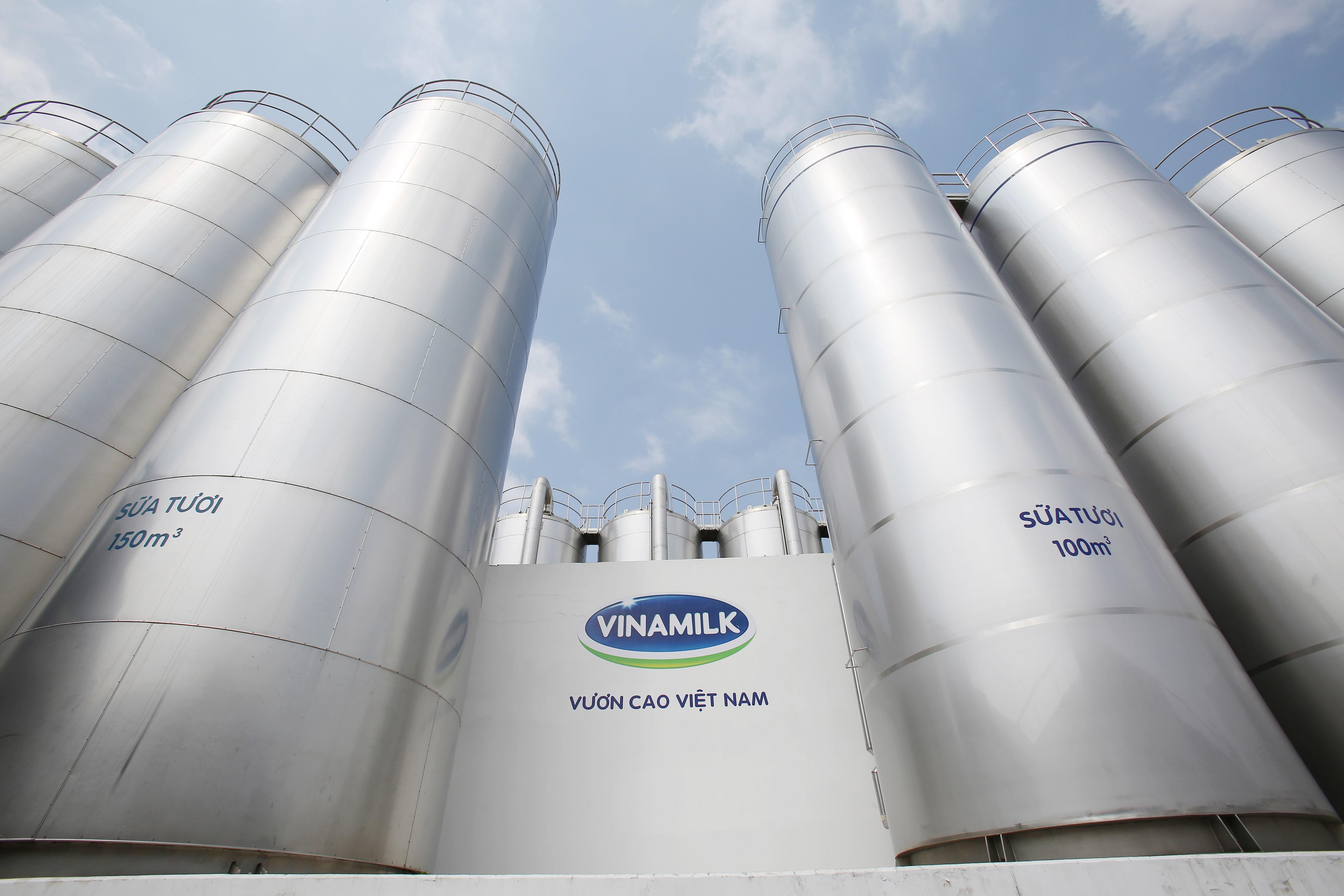 Vinamilk sở hữu hệ thống nhà máy quy mô lớn với công nghệ hiện đại, vận hành theo các tiêu chuẩn quốc tế.