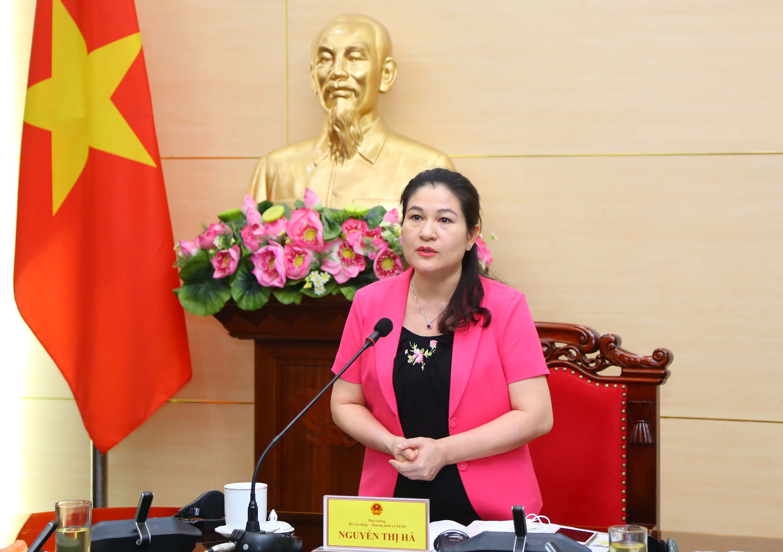 Thứ trưởng Bộ Lao động - Thương binh và Xã hội Nguyễn Thị Hà nhấn mạnh cần bảo đảm an toàn, phòng, chống lây nhiễm Covid-19 cho trẻ em.