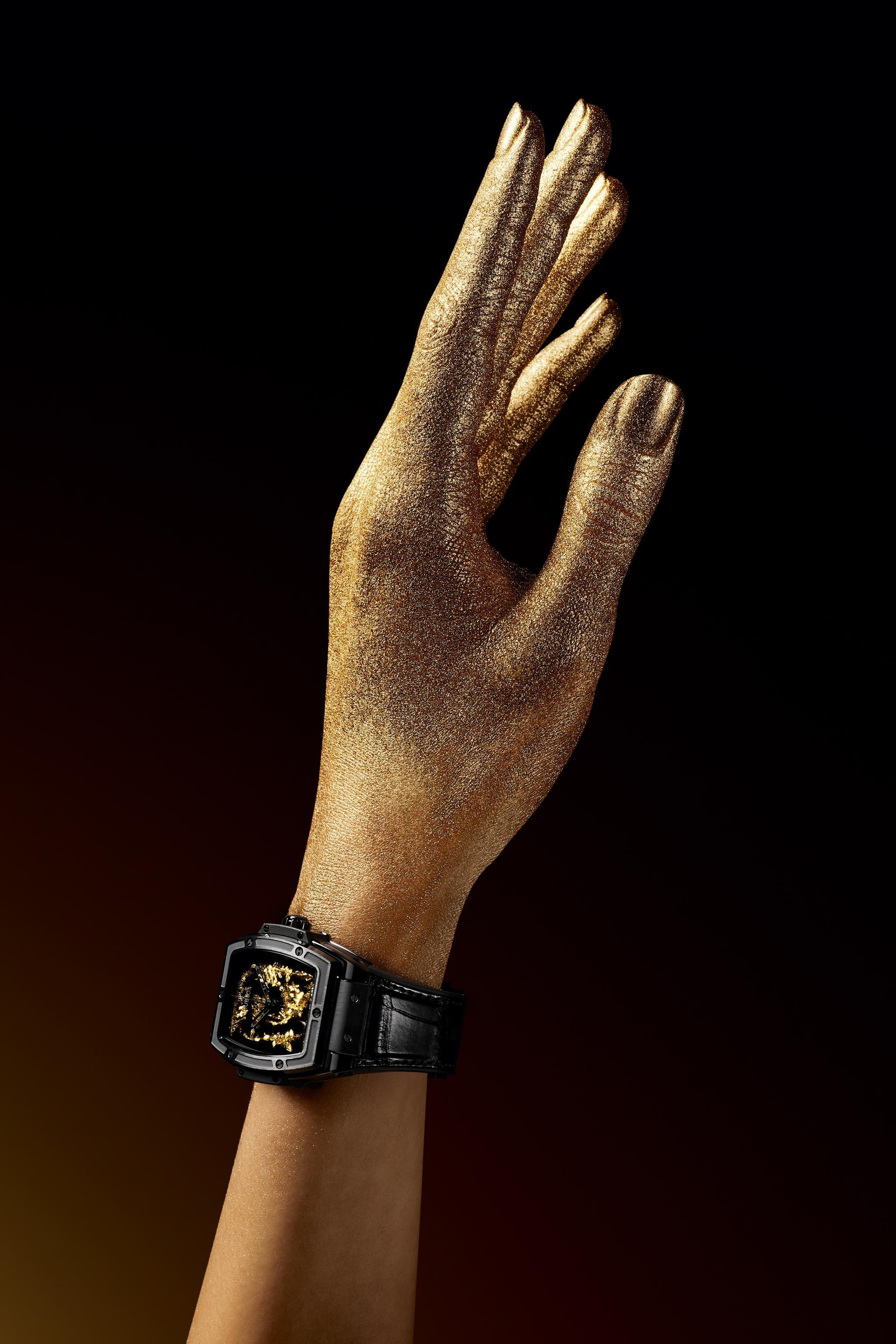 Cận cảnh cỗ máy thời giantinh thể vàng được sản xuất từ phòng thí nghiệm - Ảnh 1