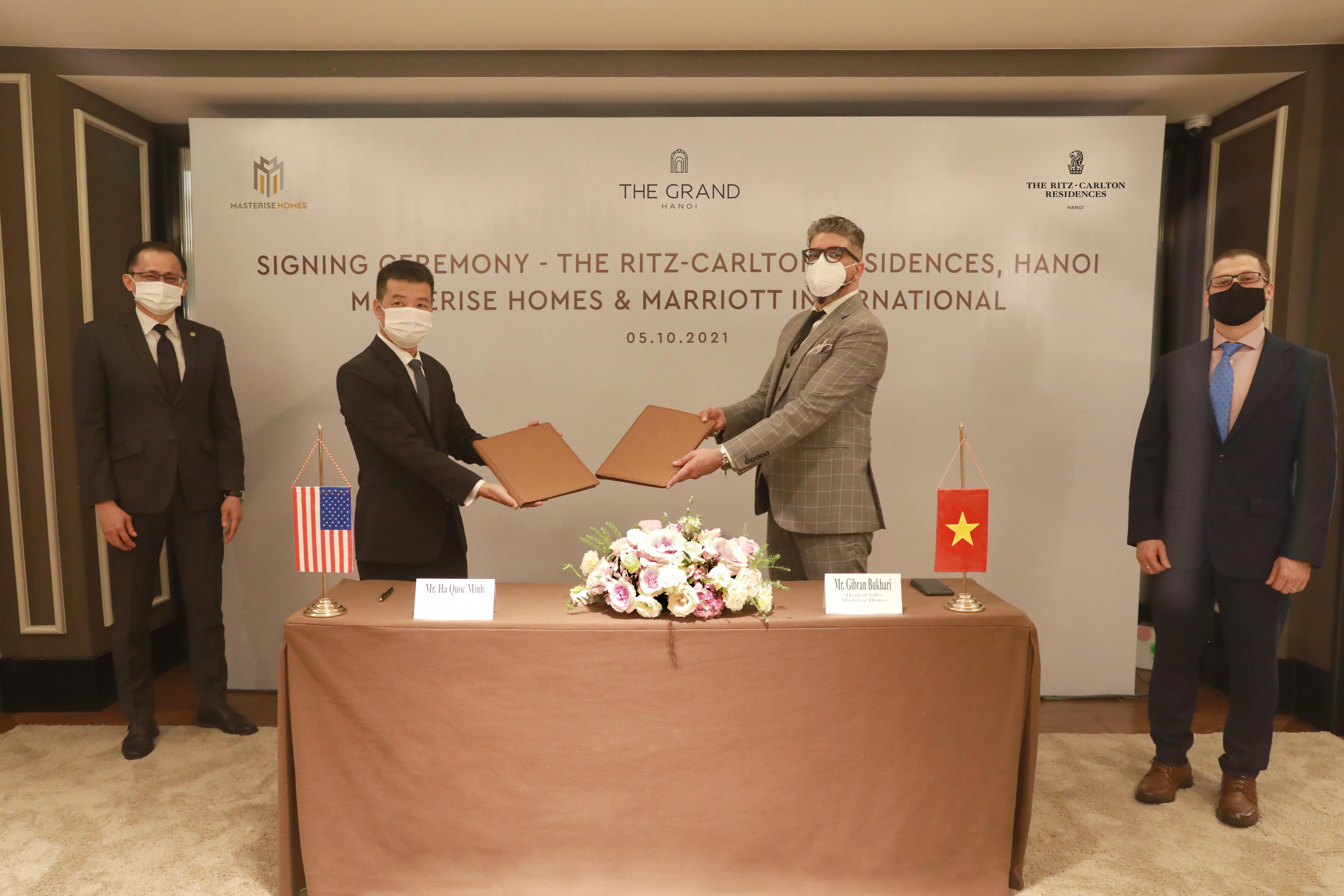 Masterise Homes và Marriott International chính thức hợp tác mang dự án Khu căn hộ hàng hiệu Ritz-Carlton đến Hà Nội - ghi dấu sự xuất hiện lần đầu tiên của thương hiệu Ritz-Carlton ở Việt Nam.