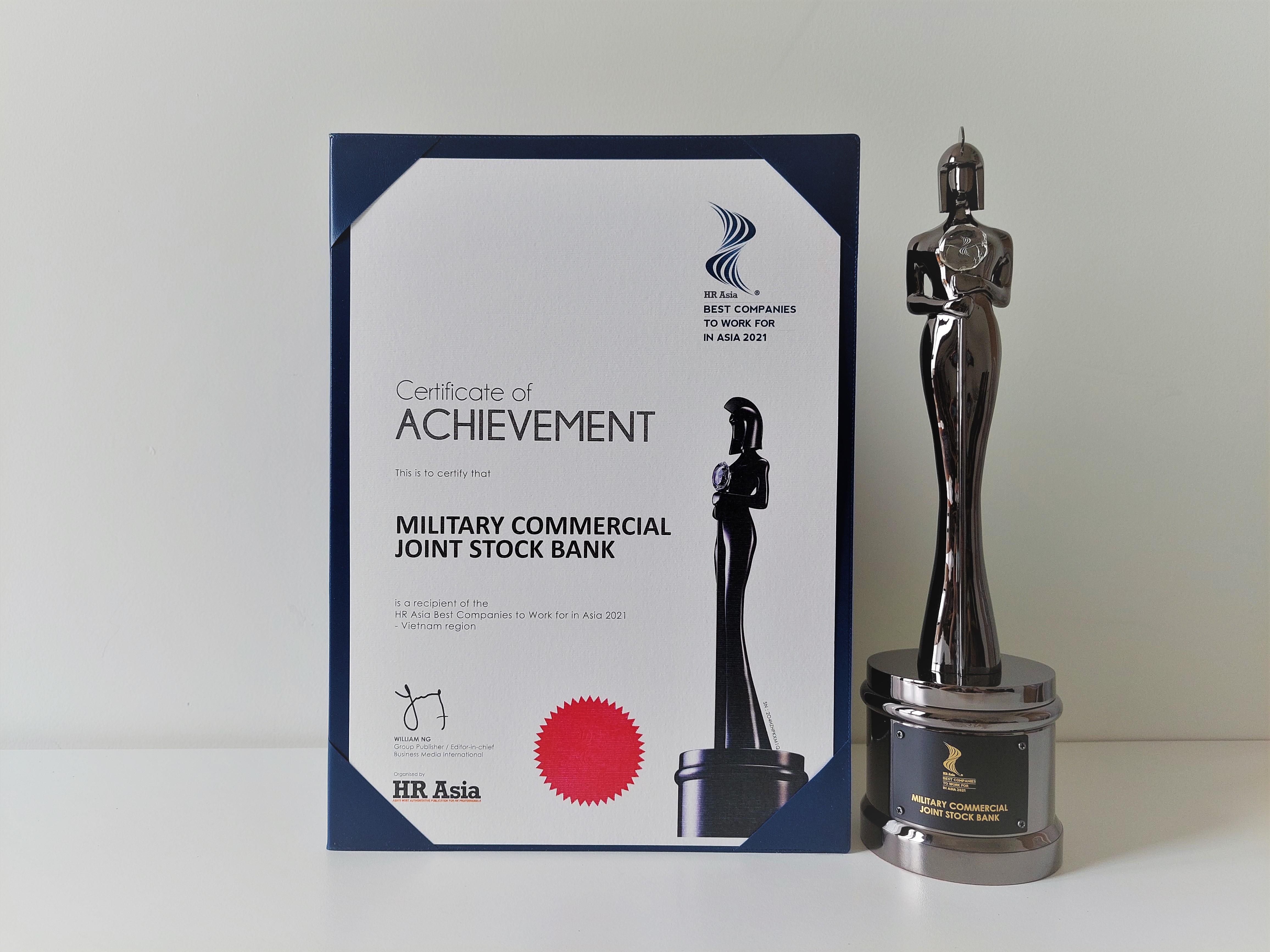 """MB vinh dự được Tạp chí HR Asia trao tặng giải thưởng """"Nơi làm việc tốt nhất châu Á"""" ngay trong lần đầu tiên tham gia."""
