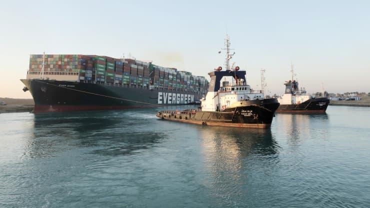 Tàu Ever Given đã được giải cứu khỏi tình trạng mắc kẹt trên kênh đào Suez ngày 29/3 - Ảnh: Reuters/CNBC.