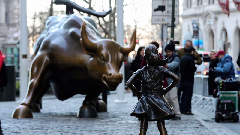 Bức tượng bé gái và con bò ở Phố Wall - Ảnh: Getty.
