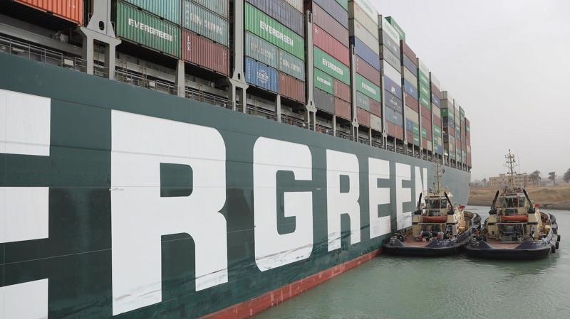 Tàu Ever Given đã được giải cứu khỏi vị trí mắc cạn - Ảnh: AFP