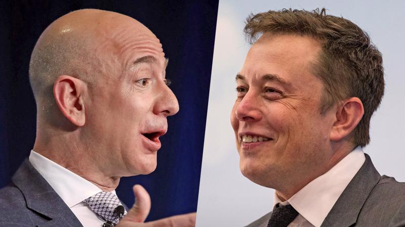 Hai tỷ phú giàu nhất thế giới Jeff Bezos (trái) và Elon Musk.
