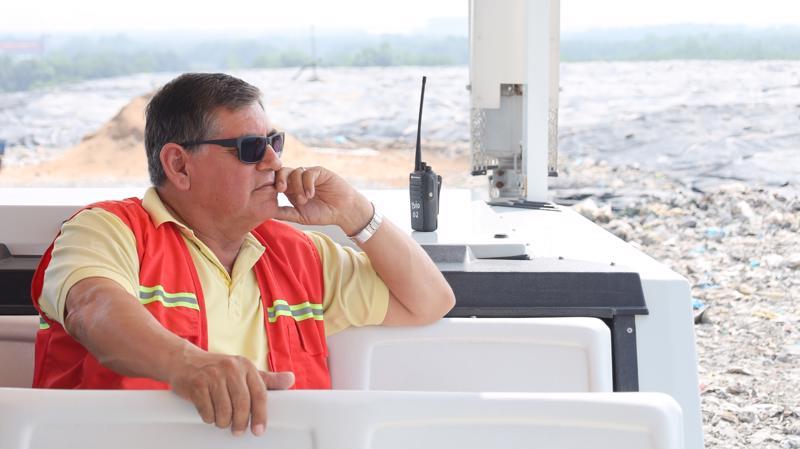 Ông Romulo Jiménez, Quản lý vận hành bãi.