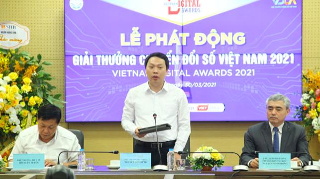Thứ trưởng Bộ Thông tin và Truyền thông Nguyễn Huy Dũng phát biểu tại buổi họp báo phát động giải thưởng Chuyển đổi số Việt Nam 2021.