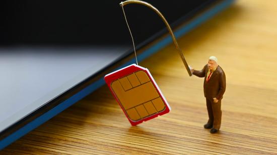 Đối tượng giả mạo nhắn tin hướng dẫn nâng cấp sim 4G để lừa đảo, chiếm đoạt quyền kiểm soát sim điện thoại, đánh cắp thông tin thẻ tín dụng của người tiêu dùng - ảnh minh họa.