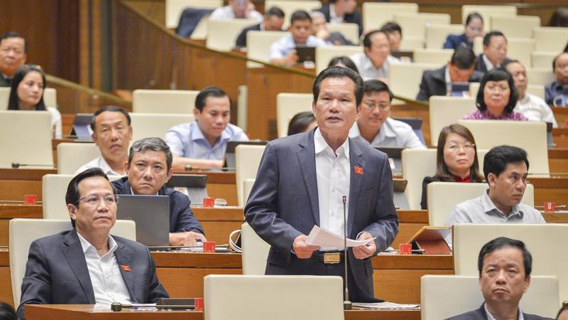 Đại biểu Bùi Sỹ Lợi đưa ra nhiều kiến nghị liên quan tới chính sách bảo hiểm xã hội và tiền lương - Ảnh: Quochoi.vn