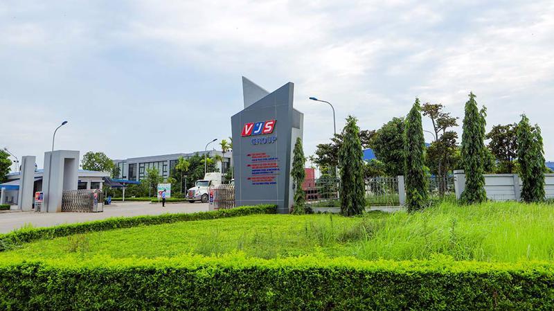 Là khu công nghiệp sinh thái đầu tiên do người Việt đầu tư, chiến lược phát triển xuyên suốt của Khu công nghiệp Nam Cầu Kiều là phát triển kinh tế gắn với bảo vệ môi trường.