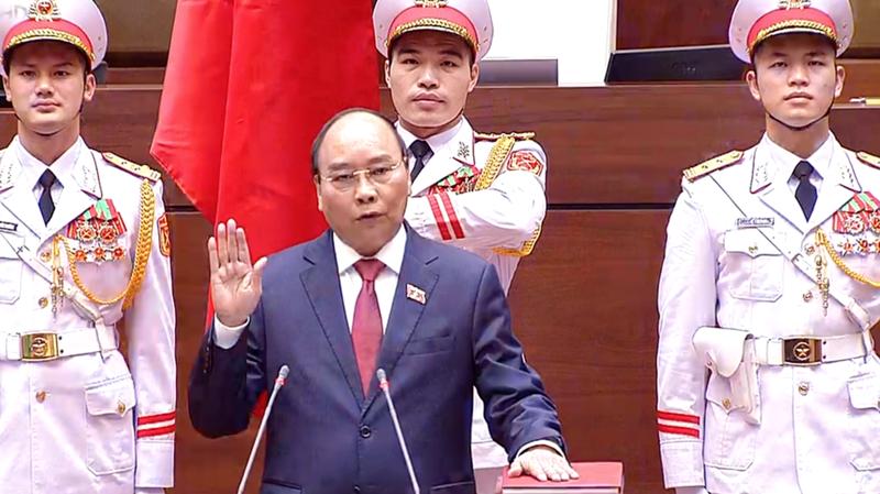 Tân Chủ tịch nước Nguyễn Xuân Phúc tuyên thệ - Ảnh: VTV