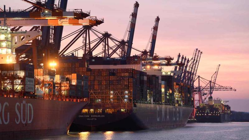Sự cố kênh đào Suez tác động nghiêm trọng tới ngành vận tải biển toàn cầu - Ảnh: AFP