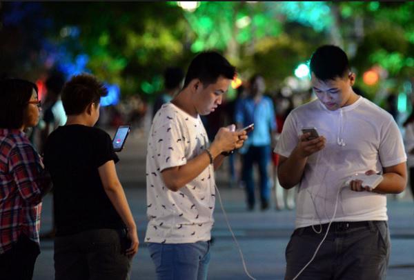 Pokemon Go đang tạo nên cơn sốt tại Việt Nam và nhiều nước, đặc biệt đối với giới trẻ - Ảnh: Infogame.<br>